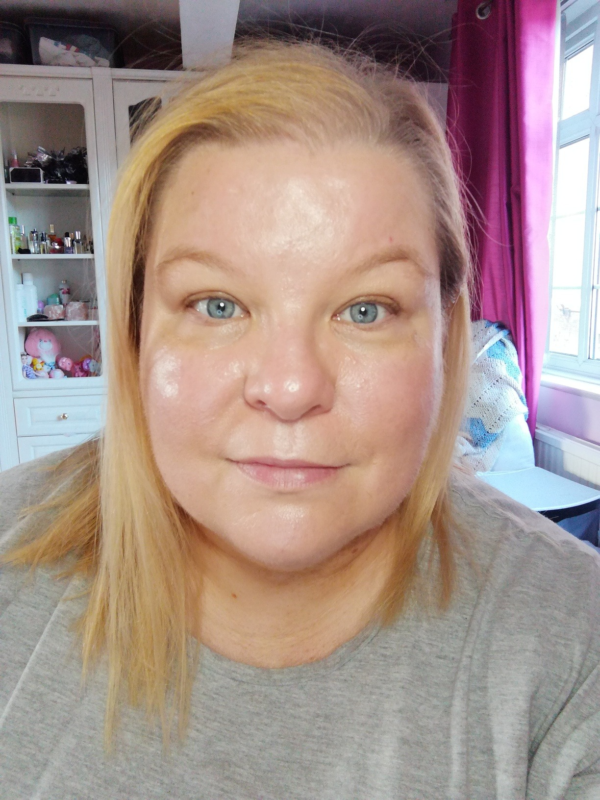 woman wearing Charlotte Tilbury Hollywood Flawless Filter